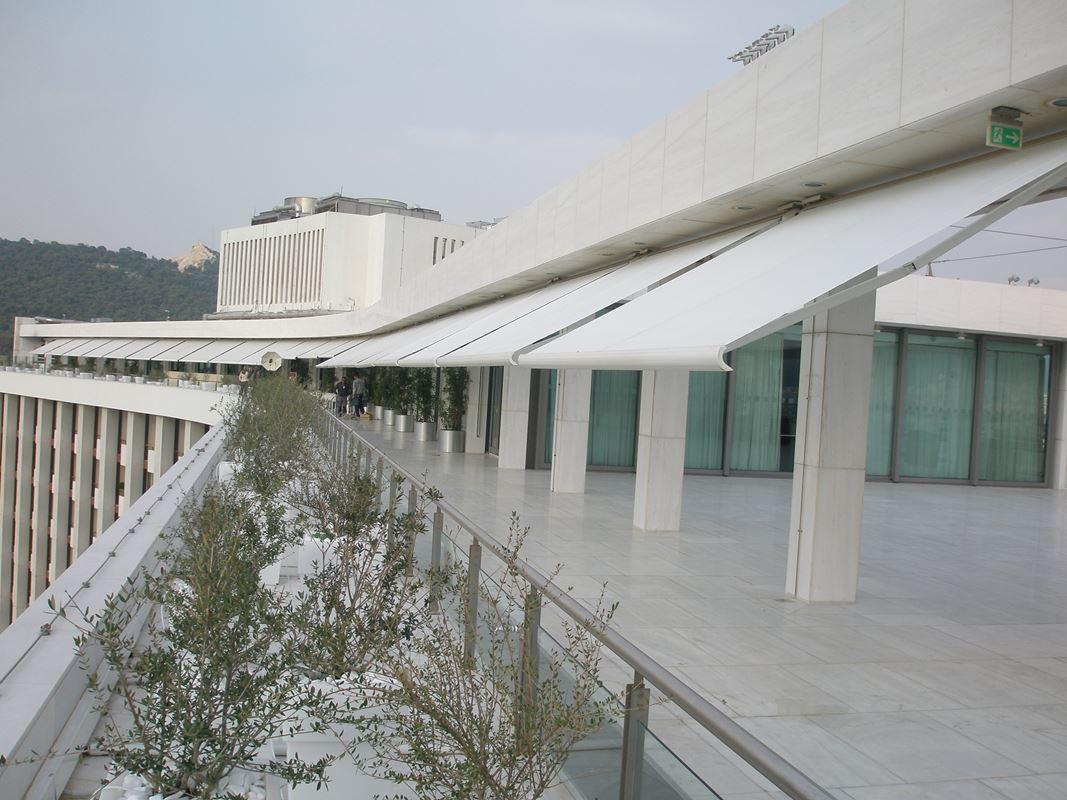Τοποθέτηση συστήματος Markilux 5010 στο roof garden στο Hilton Hellas | Tentagon