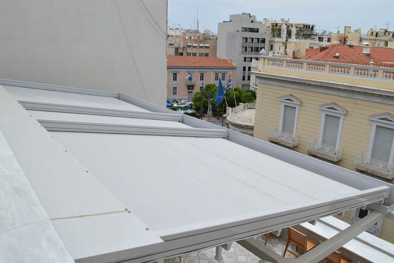 Τοποθέτηση συστήματος περγκοτέντας στο κέντρο της Αθήνας